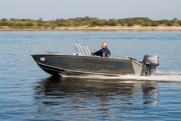 Моторная-лодка-ЛПМ-430-1